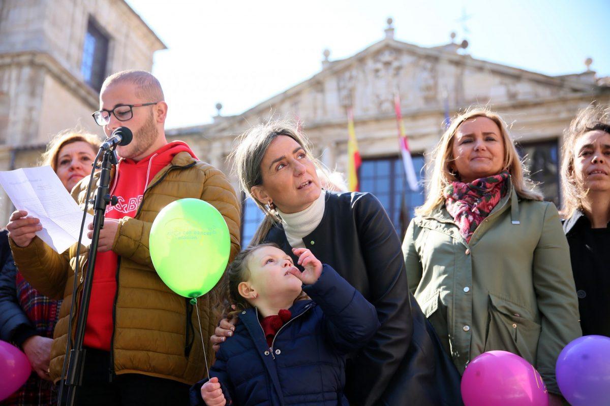 http://www.toledo.es/wp-content/uploads/2019/02/05_dia_cancer_ninos-1200x800.jpg. La alcaldesa respalda a Afanion el Día del Cáncer Infantil y les ofrece la complicidad y apoyo del Consistorio los 365 días del año