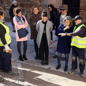 ilagros Tolón destaca la mejora del pavimento en Alfonso VI y la plaza de la Virgen de la Estrella a través de las políticas de empleo