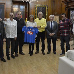 a alcaldesa traza líneas de colaboración con la nueva UD Santa Bárbara y la cesión de una sede en la próxima legislatura