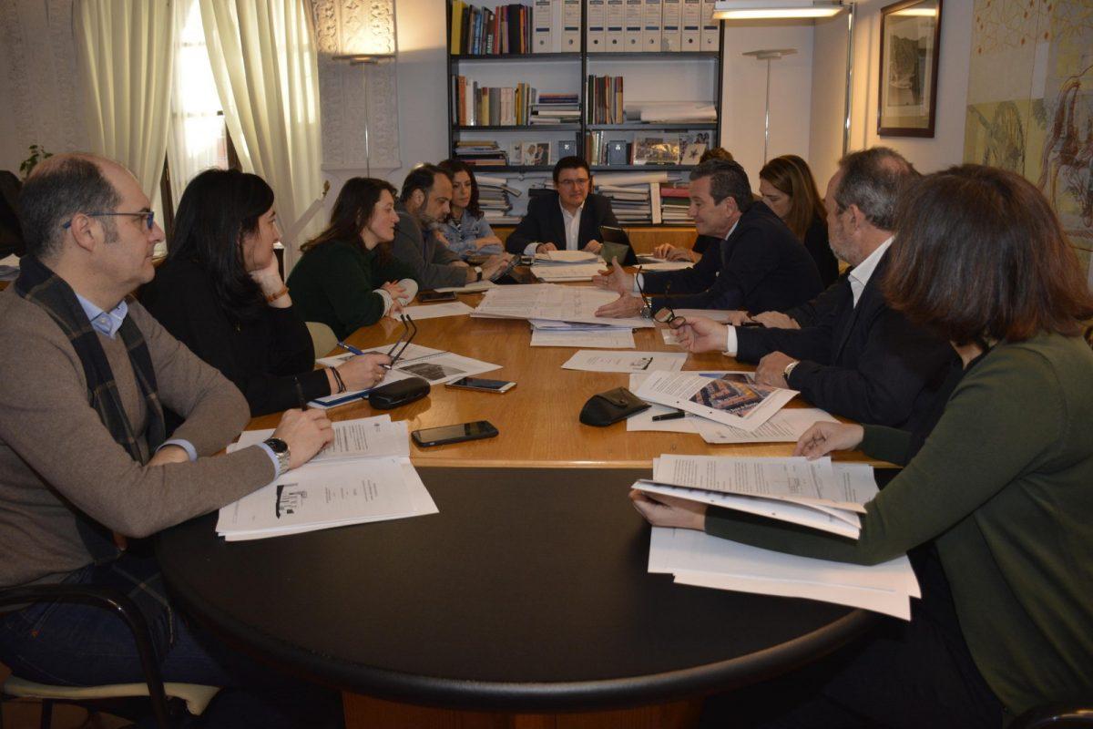 http://www.toledo.es/wp-content/uploads/2019/02/20190222_comision-de-urbanismo-1200x800.jpg. El 94% de los dictámenes de la Comisión de Urbanismo salen adelante con el consenso y la unanimidad de los grupos políticos