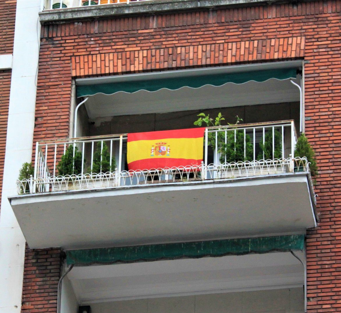 """https://www.toledo.es/wp-content/uploads/2019/02/balcones.jpg. Conferencia: """"La bandera nacional en los balcones y otros usos personales"""""""