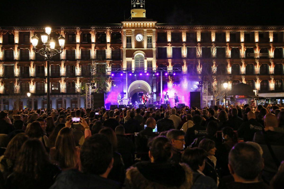 http://www.toledo.es/wp-content/uploads/2019/02/foto-de-archivo_concierto-plaza-zocodover-1200x800.jpg. La música completa el programa de Toledo Enamora que propone para el fin de semana una verbena y un concierto de boleros