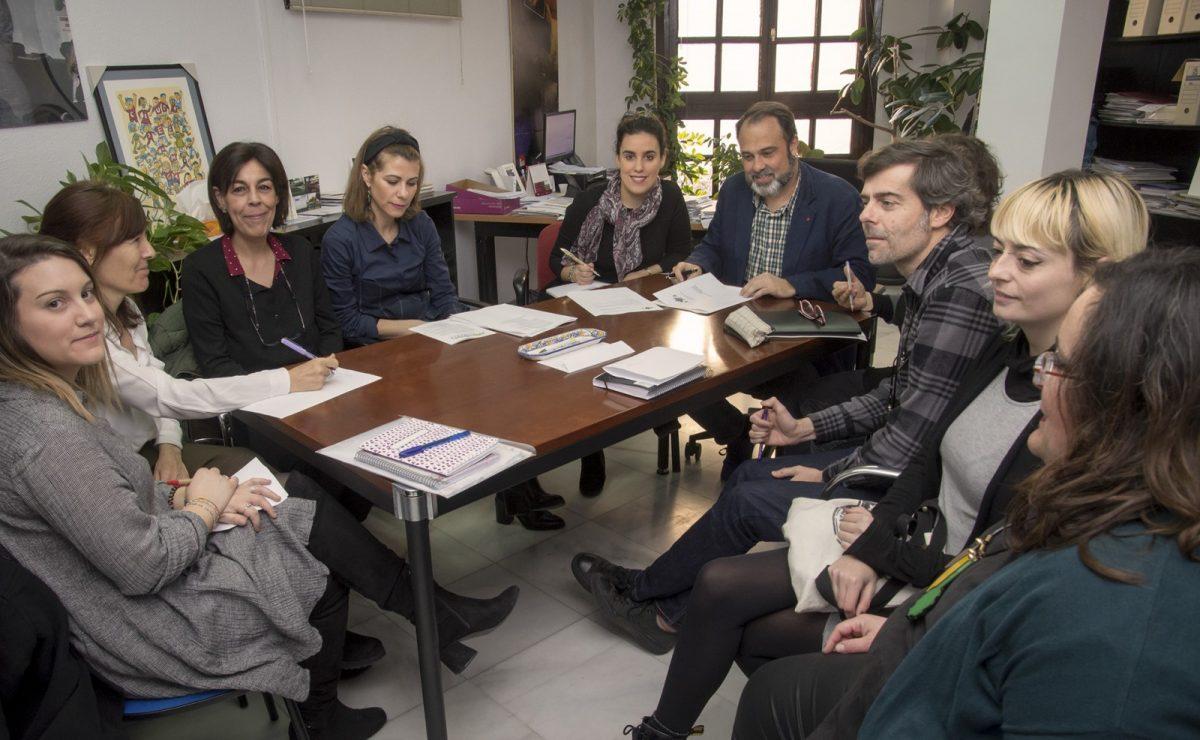 http://www.toledo.es/wp-content/uploads/2019/02/mesa-municipal-de-apoyo-a-los-refugiados-1200x740.jpg. La Mesa Municipal de Apoyo a las personas Refugiadas avanza en nuevas medidas que contribuyan a la inserción y acogida local