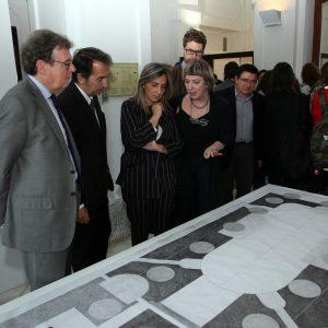 a alcaldesa respalda la actividad cultural de la Escuela de Arquitectura de la UCLM y asiste a la exposición 'Light/Line/Locus'