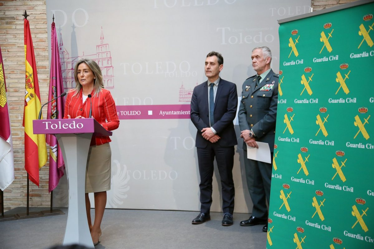 """https://www.toledo.es/wp-content/uploads/2019/03/04_aniversario_guardia_civil-1200x800.jpg. Milagros Tolón: """"La Guardia Civil es uno de los grandes orgullos que tenemos en España, una de las instituciones más valoradas"""""""