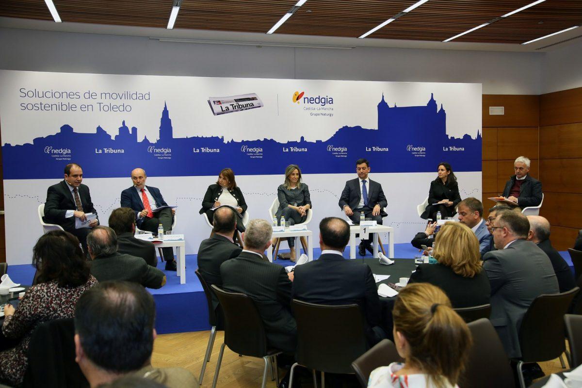 http://www.toledo.es/wp-content/uploads/2019/03/05_movilidad_sostenible-1200x800.jpg. Milagros Tolón señala que apostar por energías renovables desde la Administración local contribuye a lograr ciudades más sostenibles