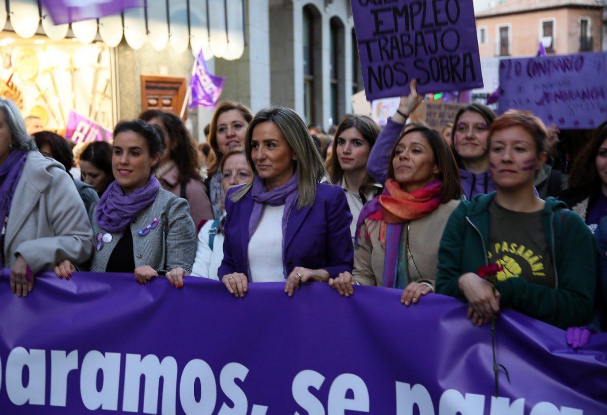 https://www.toledo.es/wp-content/uploads/2019/03/15_manifestacion_mujer-1200x820.jpg. Multitudinaria manifestación en Toledo en el 8M para reclamar la eliminación de todas las formas de discriminación sobre las mujeres