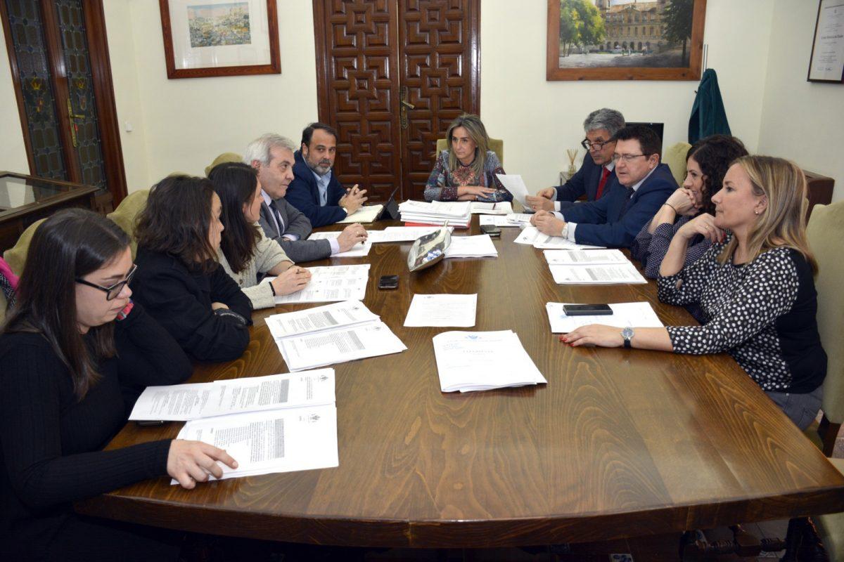 """http://www.toledo.es/wp-content/uploads/2019/03/20190306_junga_gobierno-1200x800.jpg. Aceptada subvención de la Junta de Comunidades para el programa de empleo """"Garantía +55 años"""""""