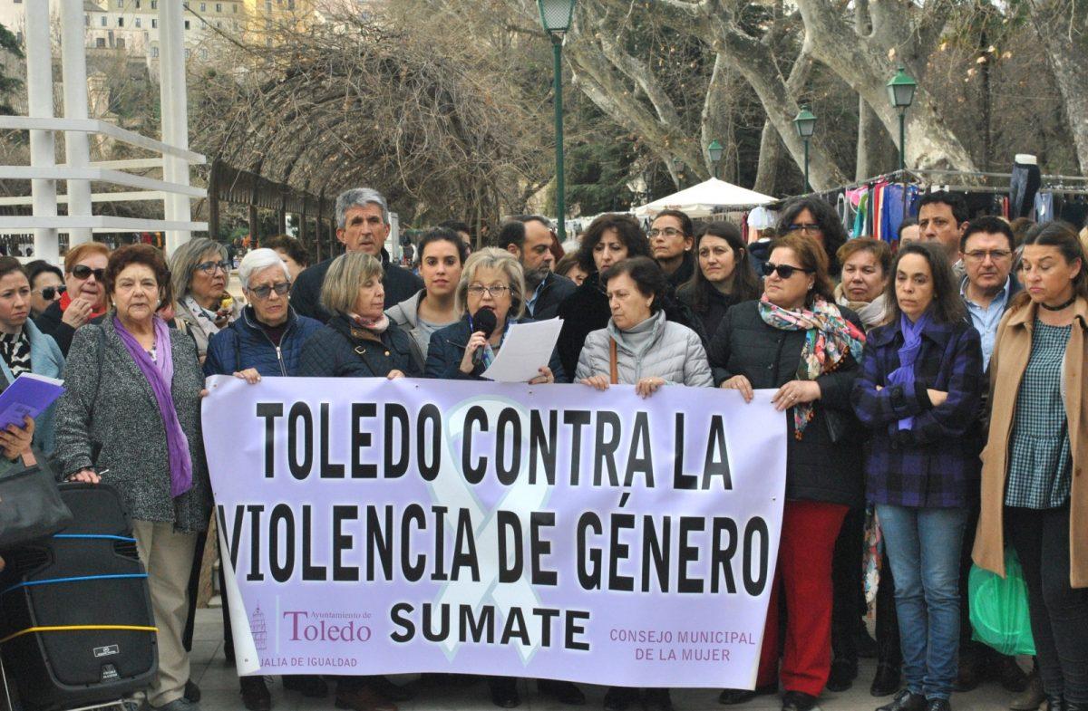 """https://www.toledo.es/wp-content/uploads/2019/03/concentracion-violencia-machista-01-1200x785.jpg. El Consejo Local de la Mujer anima a la sociedad toledana a unirse a la huelga del 8 de marzo para decir """"basta de desigualdades"""""""