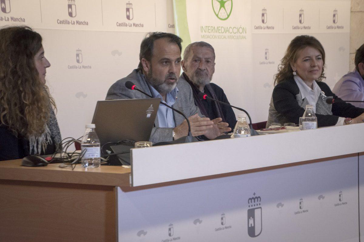 http://www.toledo.es/wp-content/uploads/2019/03/jp2_0469-1200x800.jpg. El Ayuntamiento participa en la presentación de materiales didácticos para la intervención social comunitaria