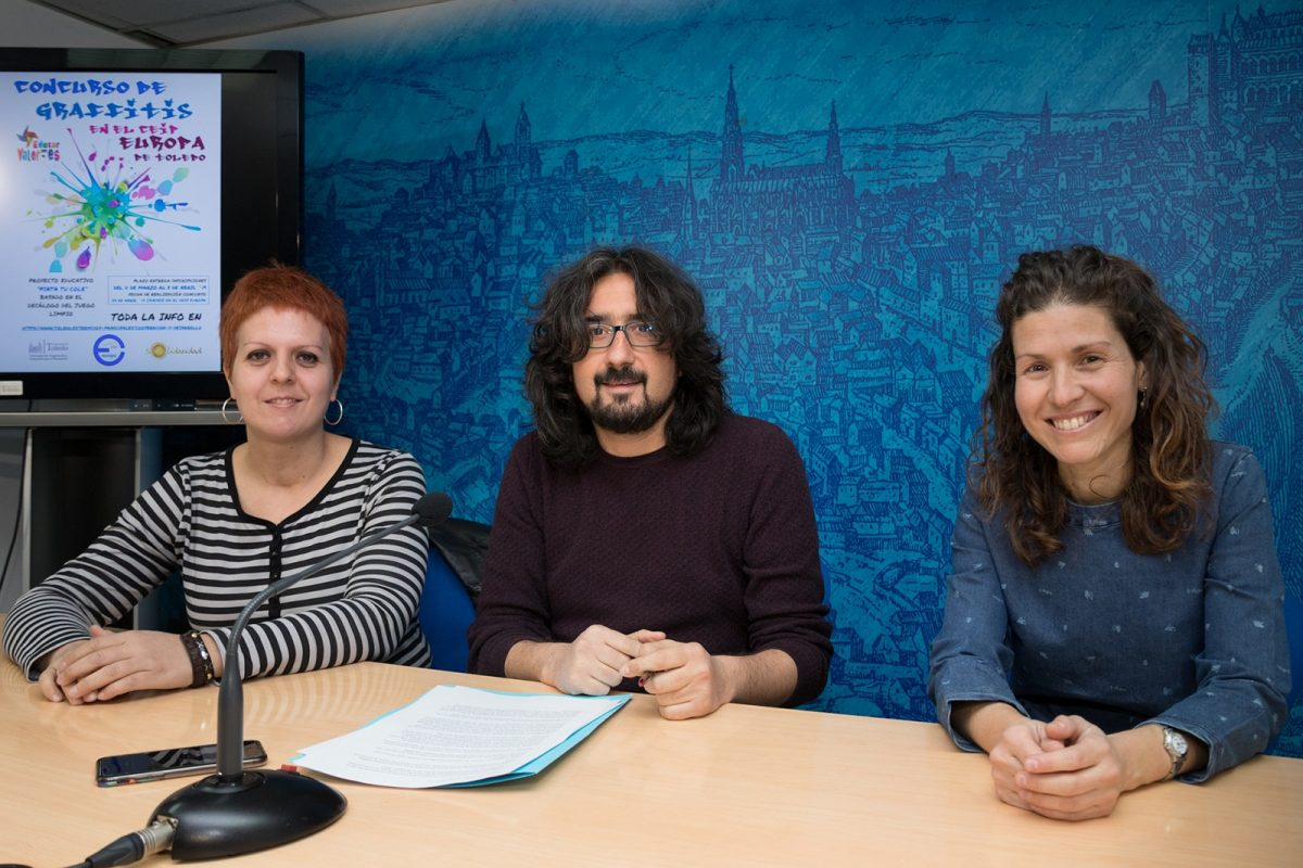 http://www.toledo.es/wp-content/uploads/2019/03/presentacion-concurso-graffitis-1-1200x800.jpg. El Consistorio promueve un concurso de graffitis en el colegio 'Europa' para inculcar a los escolares valores solidarios