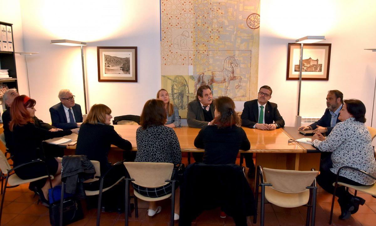 http://www.toledo.es/wp-content/uploads/2019/03/recepcion-delegacion-checa-02-1200x722.jpg. El Gobierno local recibe a una delegación de la República Checa interesada en la gestión de los servicios sociales municipales