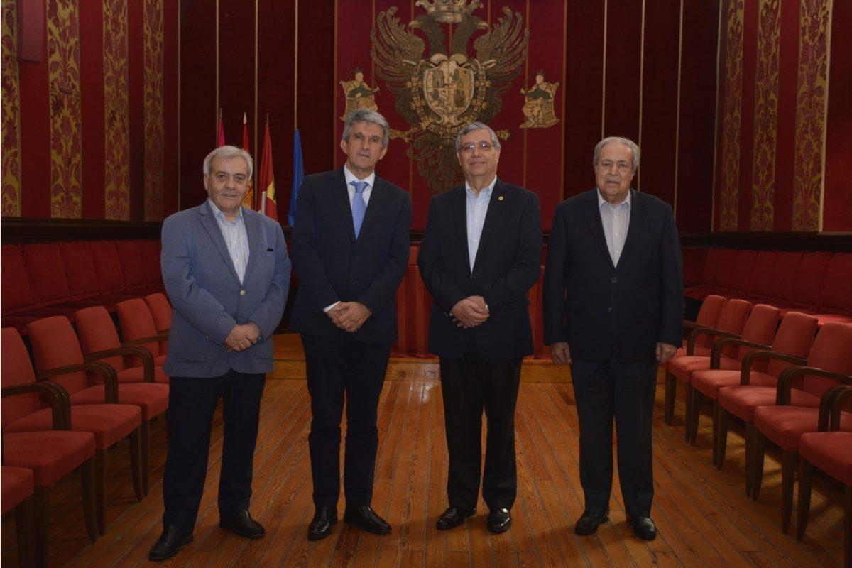 http://www.toledo.es/wp-content/uploads/2019/03/recepcion-guatemala-1200x800.jpg. El vicepresidente de Guatemala y el embajador del país en España visitan la ciudad y conocen el Ayuntamiento