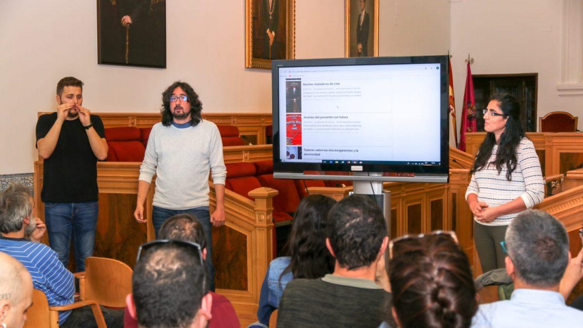 http://www.toledo.es/wp-content/uploads/2019/03/reunion_juventud01-1200x675.jpeg. El Gobierno local informa del proceso de votación de los presupuestos participativos para la programación juvenil de 2019