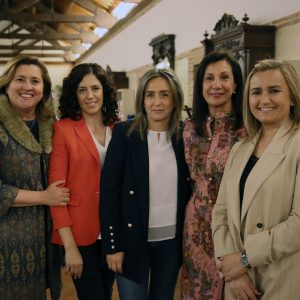 a alcaldesa muestra el respaldo del Ayuntamiento a las iniciativas y proyectos de la AECC en Toledo