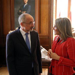 a alcaldesa recibe al embajador de Israel en España en el marco de la V edición del Concurso Internacional de Microrrelatos de la Fundación César Egi