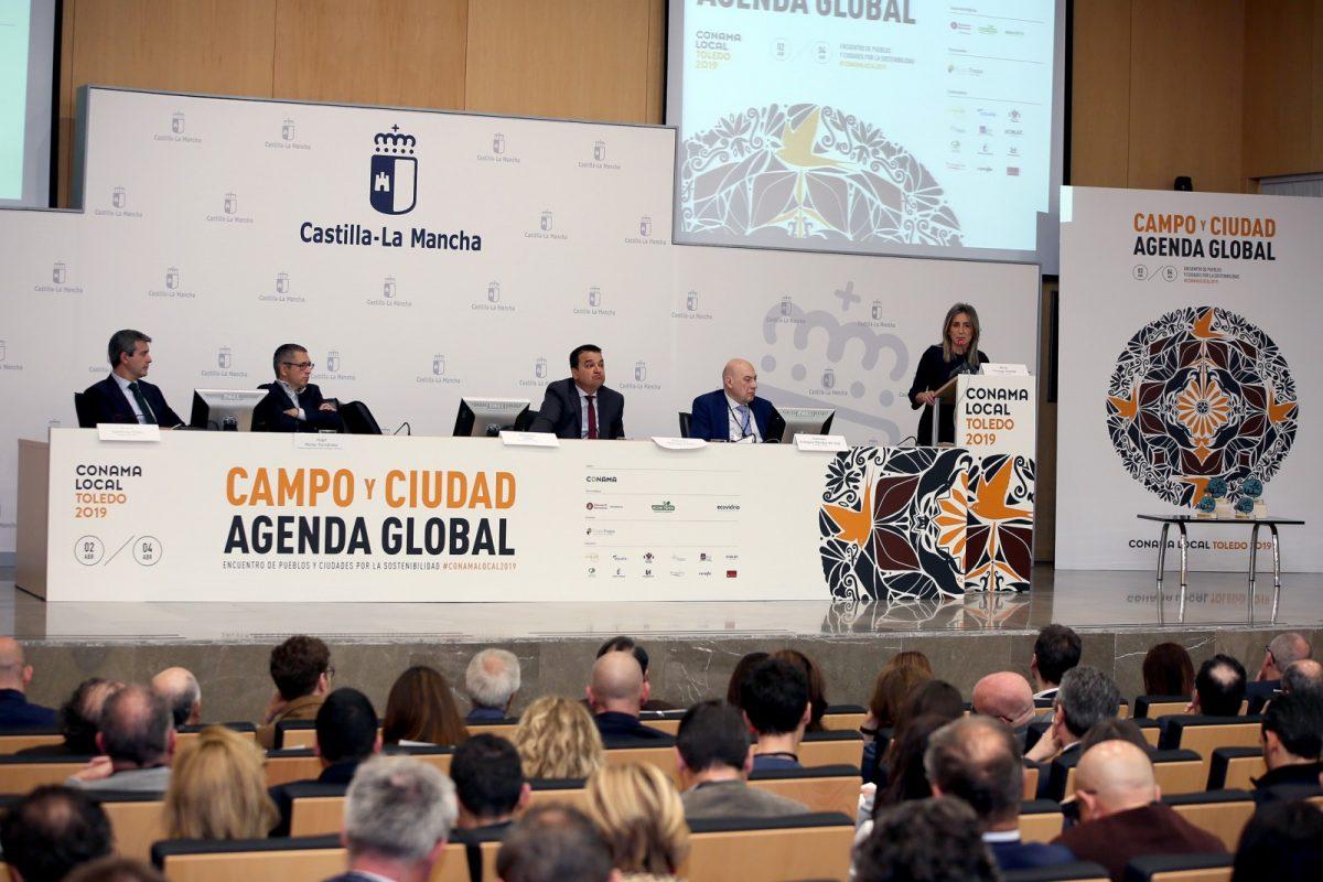 """https://www.toledo.es/wp-content/uploads/2019/04/06_congreso_conama-1200x800.jpg. Milagros Tolón: """"Sin el liderazgo de los gobiernos locales el cumplimiento de la Agenda 2030 será difícil de alcanzar"""""""
