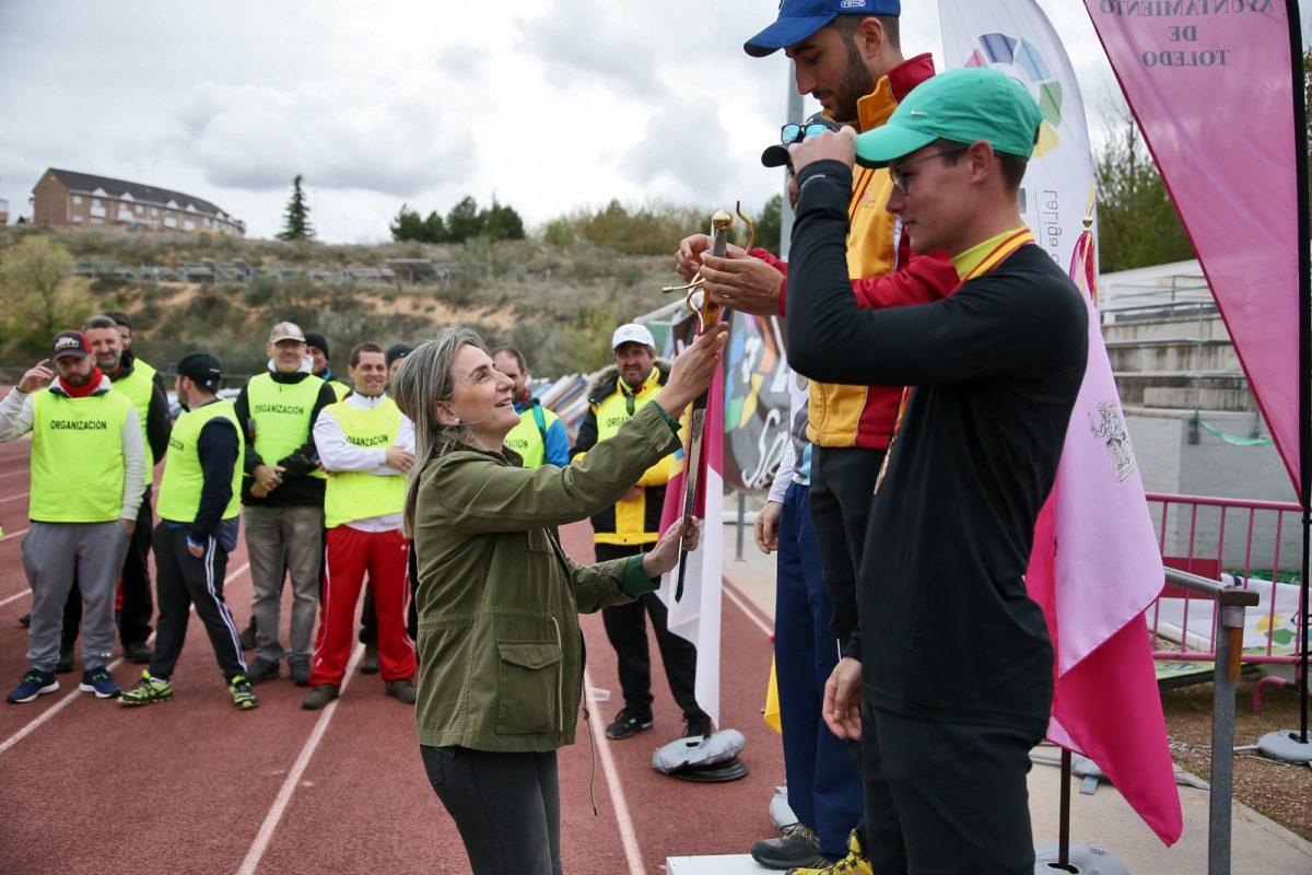 http://www.toledo.es/wp-content/uploads/2019/04/11_trofeo_tiro_arco-1200x800.jpg. La alcaldesa asiste al Primer Gran Premio de España de tiro con arco y traslada el respaldo municipal al Club Águila Imperial de Toledo