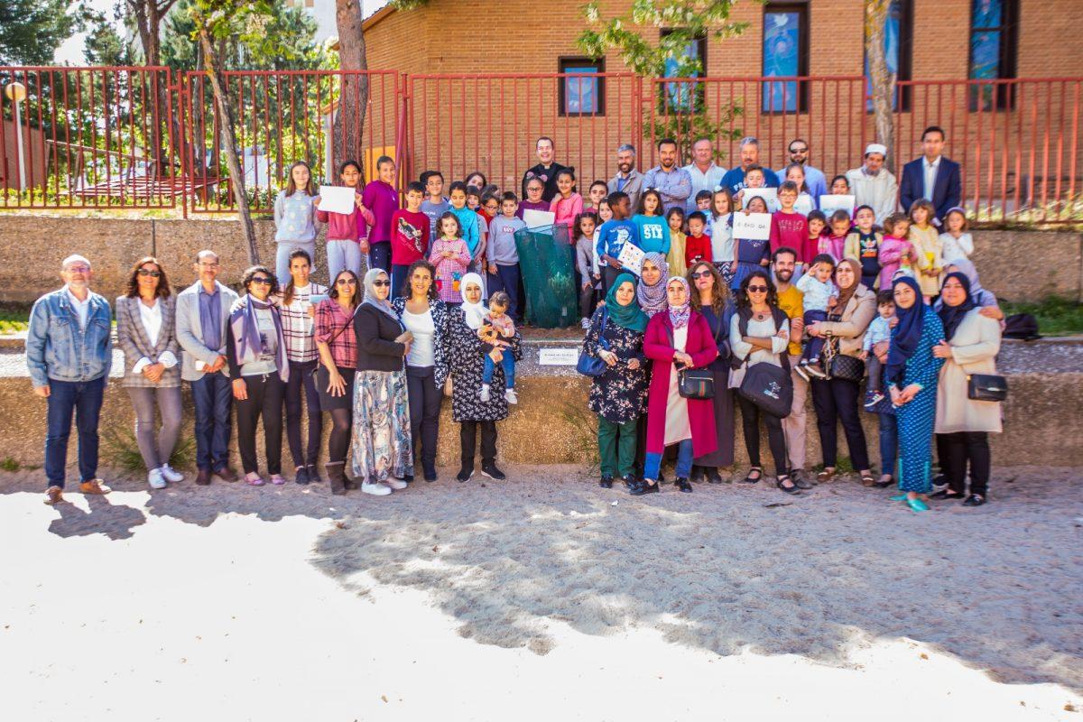 https://www.toledo.es/wp-content/uploads/2019/04/arbol_paz01-1200x800.jpeg. Representantes de los espacios religiosos del Polígono y escolares del barrio participan en la plantación del Árbol de la Paz