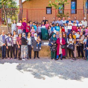 epresentantes de los espacios religiosos del Polígono y escolares del barrio participan en la plantación del Árbol de la Paz