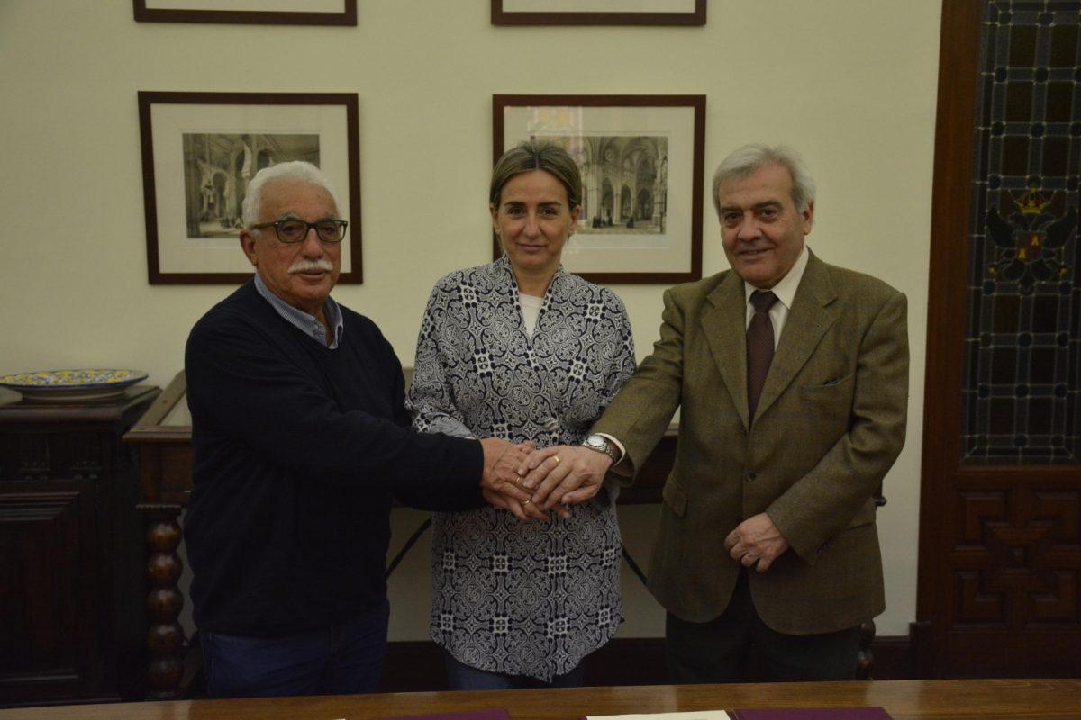http://www.toledo.es/wp-content/uploads/2019/04/firma-convenio-radioaficionados-1200x800.jpg. La alcaldesa suscribe el convenio que permitirá a la Unión de Radioaficionados Españoles la instalación de un nuevo repetidor