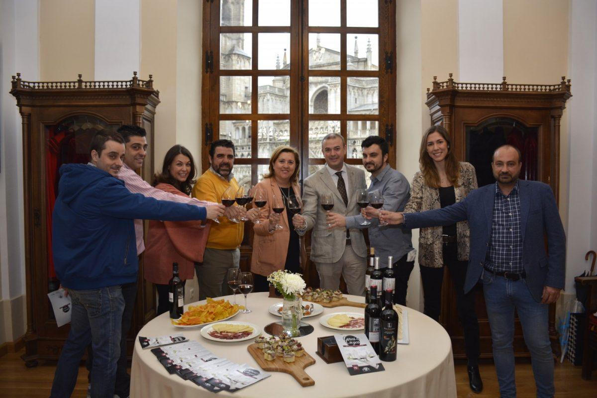 http://www.toledo.es/wp-content/uploads/2019/04/presentacion-cena-a-ciegas-02-1200x800.jpg. Las 'Cenas a Ciegas' regresan como seña de identidad de Toledo en 10 espacios patrimoniales y nuevas propuestas gastronómicas