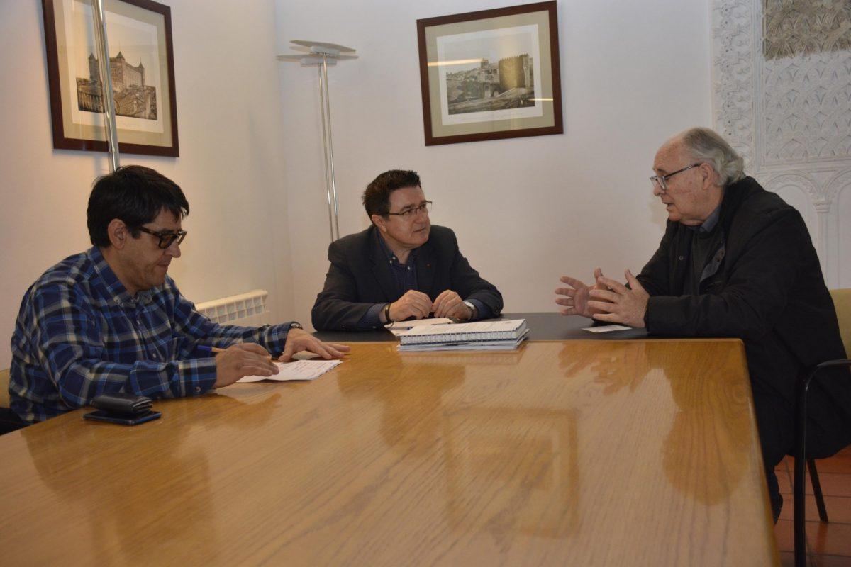 http://www.toledo.es/wp-content/uploads/2019/04/teo-garcia-reunion-mancovi-1200x800.jpg. El Ayuntamiento y la Federación de Cooperativas de Viviendas se marcan como prioridad hacer vivienda asequible en Toledo