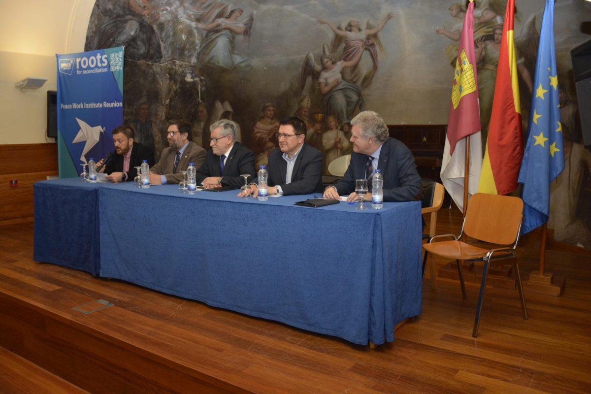 http://www.toledo.es/wp-content/uploads/2019/04/teo-garcia_ymca_1-1200x800.jpg. El Ayuntamiento da la bienvenida a los jóvenes de 15 países que participan en las jornadas 'Raíces para la reconciliación' de YMCA