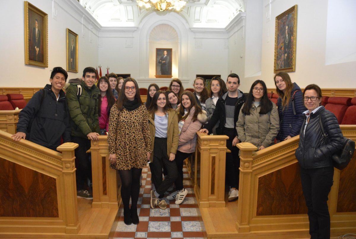 http://www.toledo.es/wp-content/uploads/2019/04/visita-toledo-educa-juanelo-turriano-1200x806.jpg. Alumnos y alumnas del IES 'Juanleo Turriano' conocen el Ayuntamiento con 'Toledo Educa'