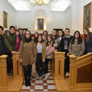lumnos y alumnas del IES 'Juanleo Turriano' conocen el Ayuntamiento con 'Toledo Educa'