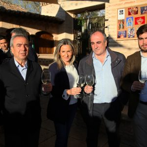 a alcaldesa participa en las actividades culturales organizadas por la Cofradía de la Ermita del Valle