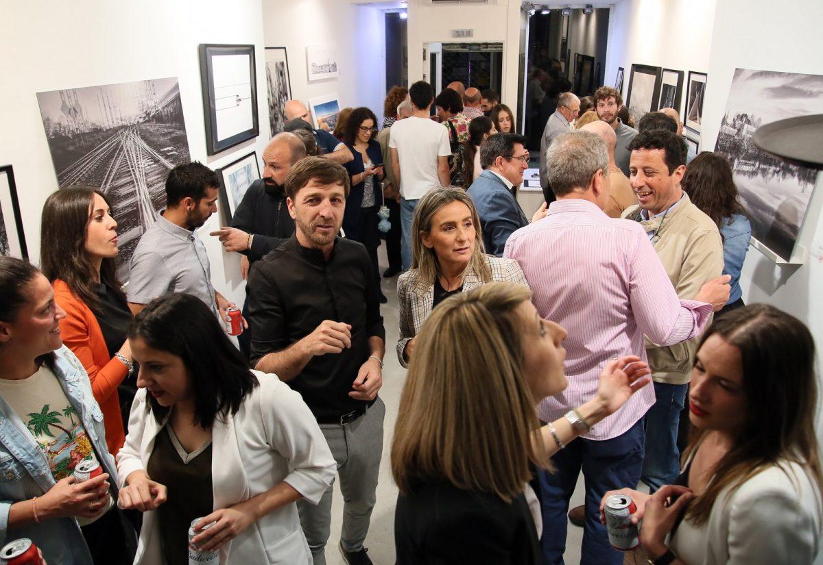 http://www.toledo.es/wp-content/uploads/2019/05/01_tienda_foto-1200x825.jpg. Milagros Tolón traslada el apoyo municipal a emprendedores como el fotógrafo Carlos Moreno y su proyecto 'Retina'