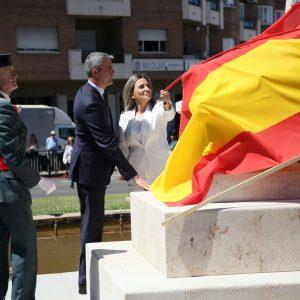 a alcaldesa participa en el homenaje a la Guardia Civil en su 175 aniversario en la glorieta dedicada por la ciudad al Instituto Armado