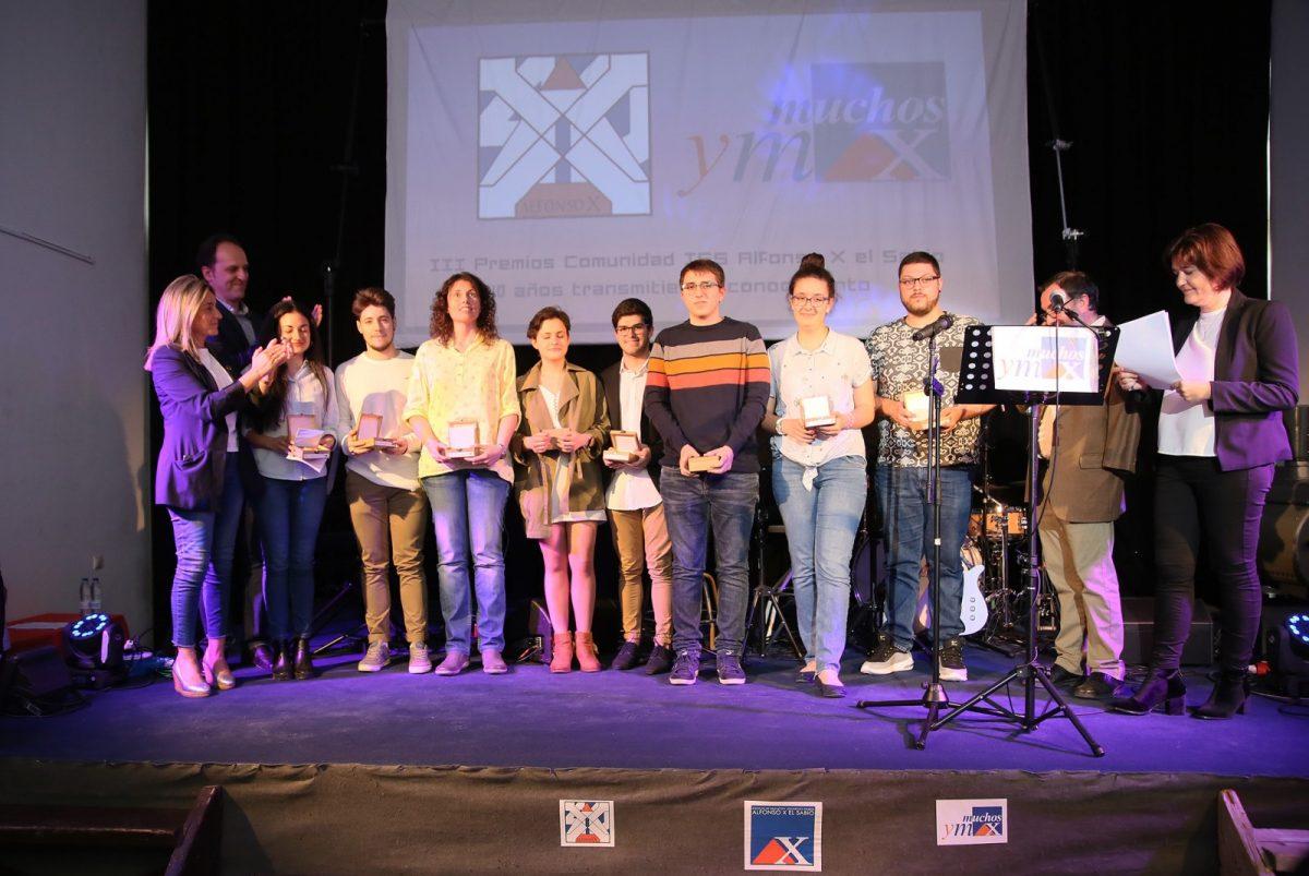 """http://www.toledo.es/wp-content/uploads/2019/05/04_premios_alfonso_x-1200x803.jpg. La alcaldesa destaca que el 'Alfonso X' ha sido """"una referencia social imprescindible en el barrio del Polígono"""" en su 40 aniversario"""