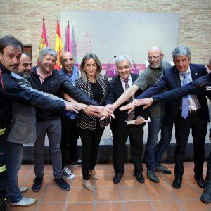 a alcaldesa firma con las organizaciones sindicales el acuerdo para la reordenación del Servicio Municipal de Bomberos