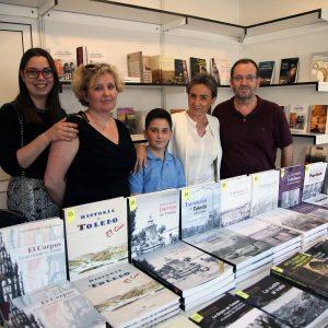 ilagros Tolón muestra su apoyo a los libreros y editores de la Feria del Libro y destaca la importancia de sacar la cultura a la calle