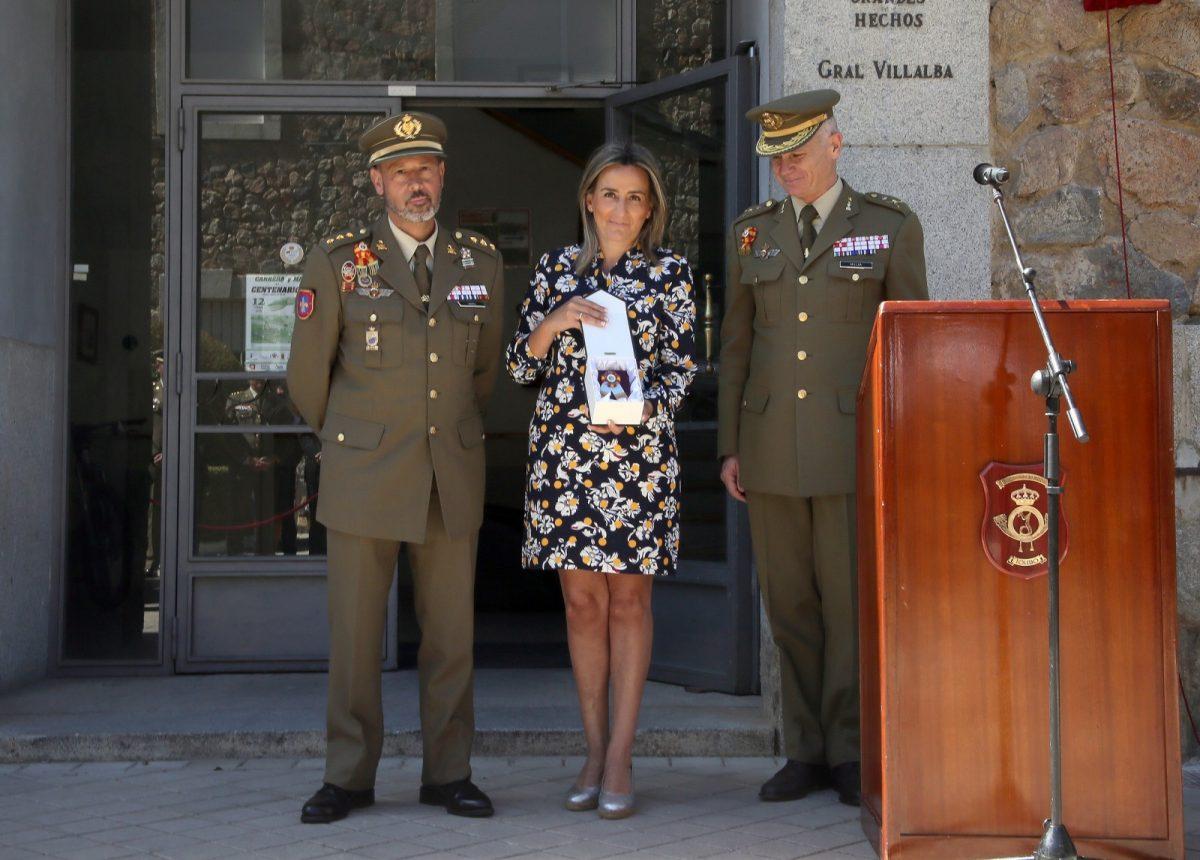 http://www.toledo.es/wp-content/uploads/2019/05/07_placa_escuela_gimnasia-1200x860.jpg. La alcaldesa agradece a la Escuela Central de Educación Física su contribución a la sociedad toledana en su primer centenario