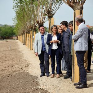 a alcaldesa señala que la nueva senda peatonal de Vega Baja es el primer paso para integrar el yacimiento arqueológico en la ciudad