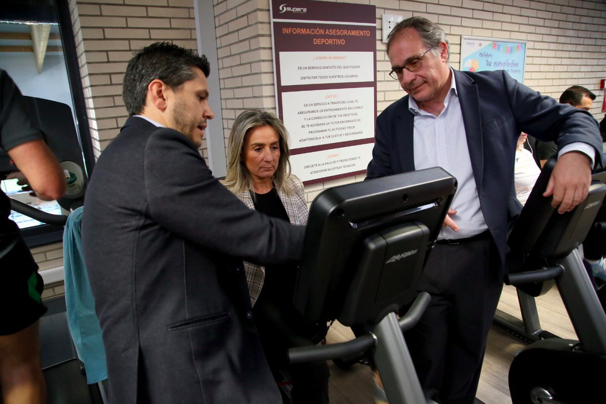 http://www.toledo.es/wp-content/uploads/2019/05/centrosupera-1200x800.jpeg. La alcaldesa de Toledo visita el Centro del Agua de Toledo que ha incorporado nuevas máquinas de ejercicio cardiovascular
