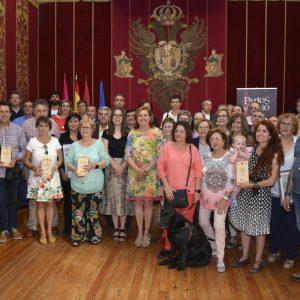 l Ayuntamiento reconoce la contribución de la Asociación Amigos de los Patios a la Semana Grande del Corpus en su 20 aniversario