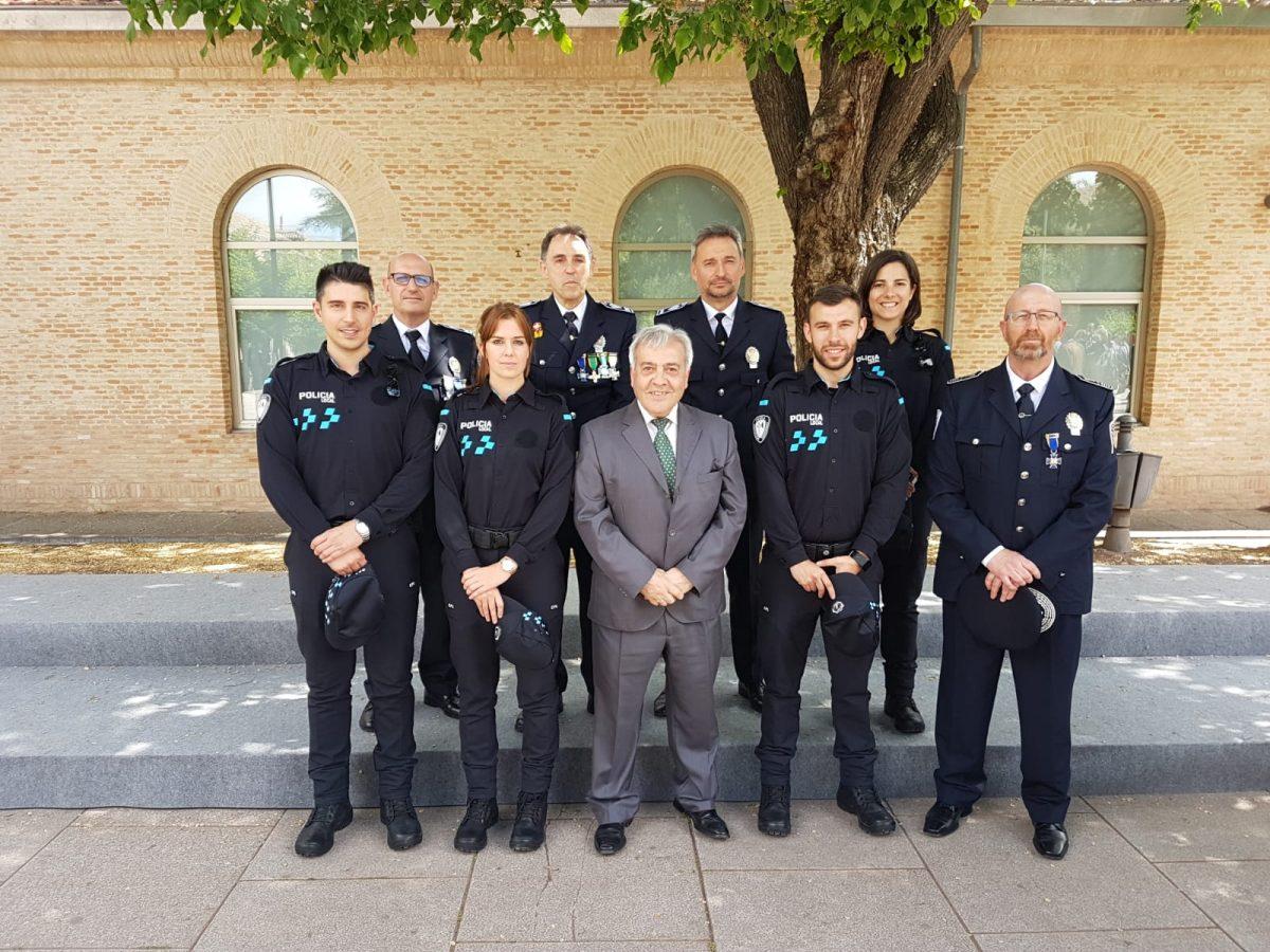 http://www.toledo.es/wp-content/uploads/2019/05/entrega_medallas_policias_locales-1200x900.jpeg. El jefe de la Policía Local y un subinspector, reconocidos en la entrega de medallas a los cuerpos municipales de seguridad