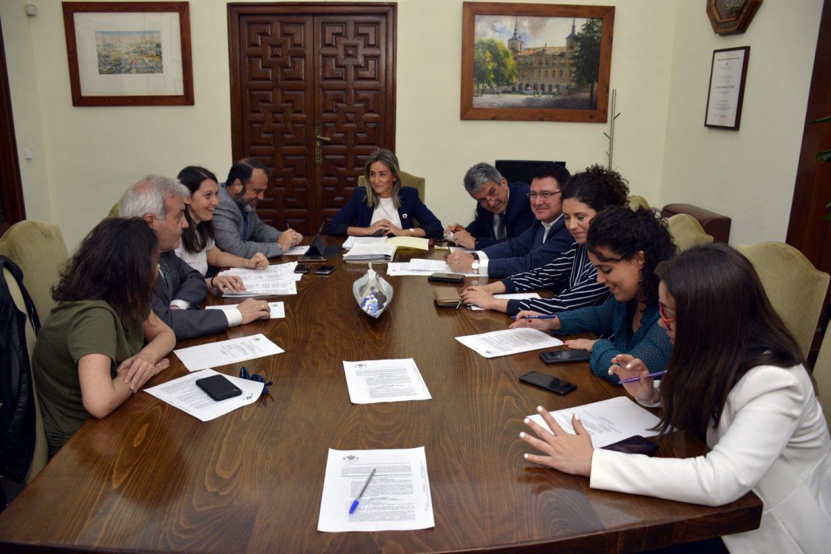 http://www.toledo.es/wp-content/uploads/2019/05/foto_junta_gobierno-1200x800.jpg. La Junta de Gobierno Local aprueba obras de mejora de la red de abastecimiento de agua por valor de 392.000 euros