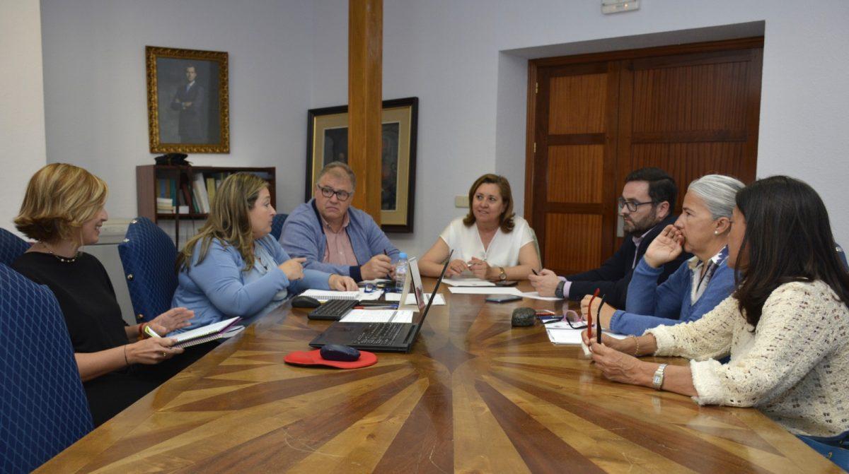 http://www.toledo.es/wp-content/uploads/2019/05/mesa-calidad-turistica-01-1200x671.jpg. La Mesa de Calidad Turística se reúne para evaluar los expedientes de las empresas y servicios adheridos al SICTED