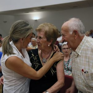 a alcaldesa comparte la Semana Cultural y fiestas del barrio de Santa Bárbara y asiste a la actuación del Centro de Mayores 'Ángel Rosa'