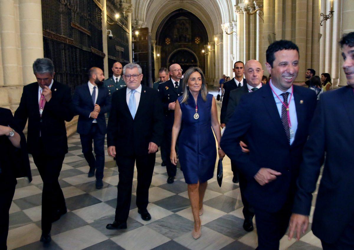 https://www.toledo.es/wp-content/uploads/2019/06/01_misa_corpus-1200x846.jpg. La alcaldesa encabeza la Corporación municipal en la Misa del Corpus Christi de este domingo en la Catedral