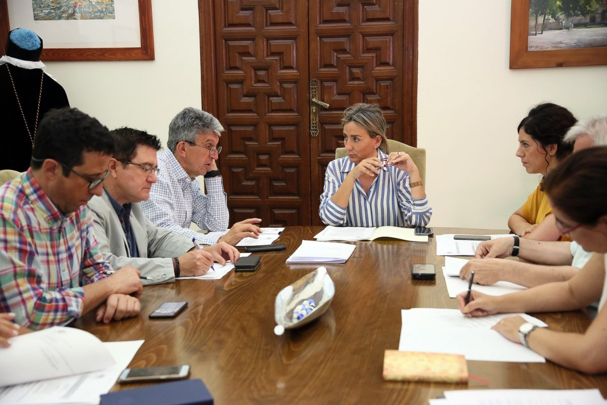 http://www.toledo.es/wp-content/uploads/2019/06/02_junta_gobierno-1200x800.jpg. Constituida la nueva Junta de Gobierno del Ayuntamiento de Toledo