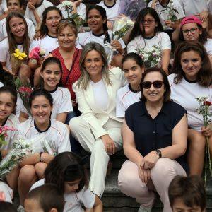 a alcaldesa participa en la ofrenda floral del Corpus en la Catedral junto a más de 1.200 escolares de 23 colegios de la capital regional