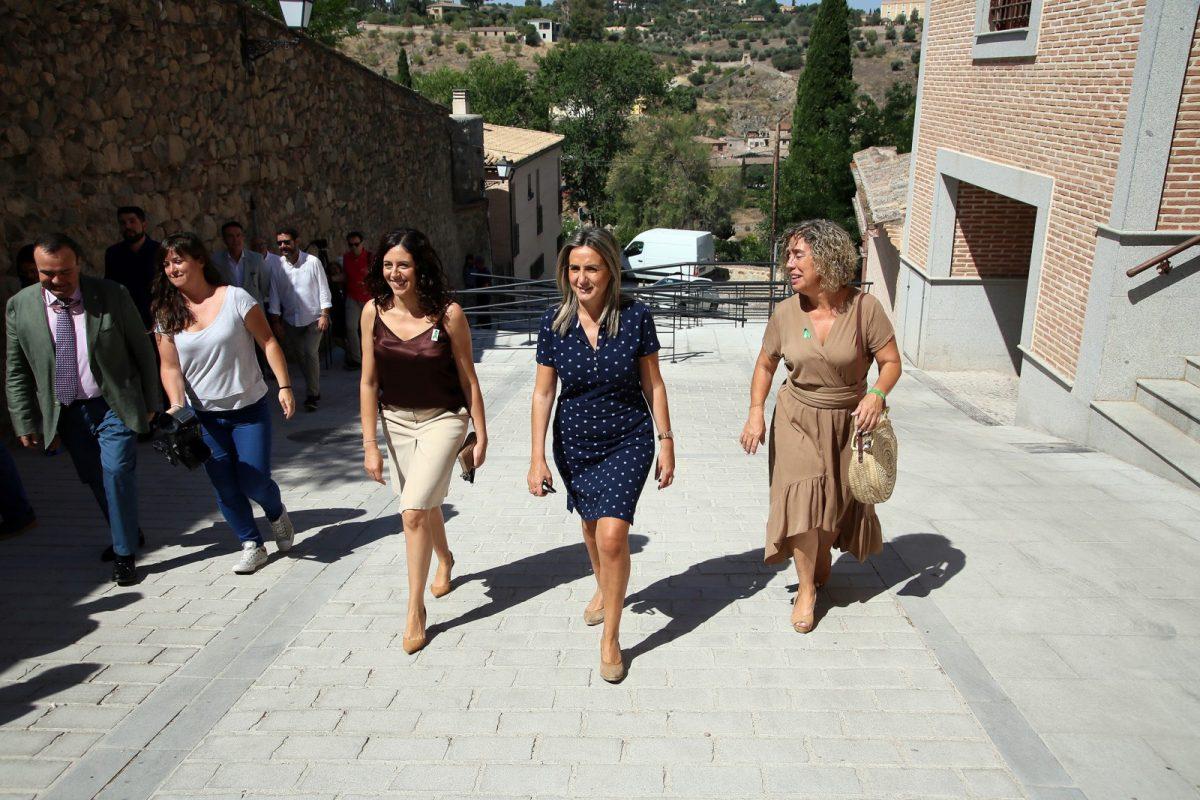 http://www.toledo.es/wp-content/uploads/2019/06/09_bajada_s_j_reyes-1200x800.jpg. La alcaldesa visita la mejora de la accesibilidad en la Bajada de San Juan de los Reyes y la apertura de aseos públicos en la zona