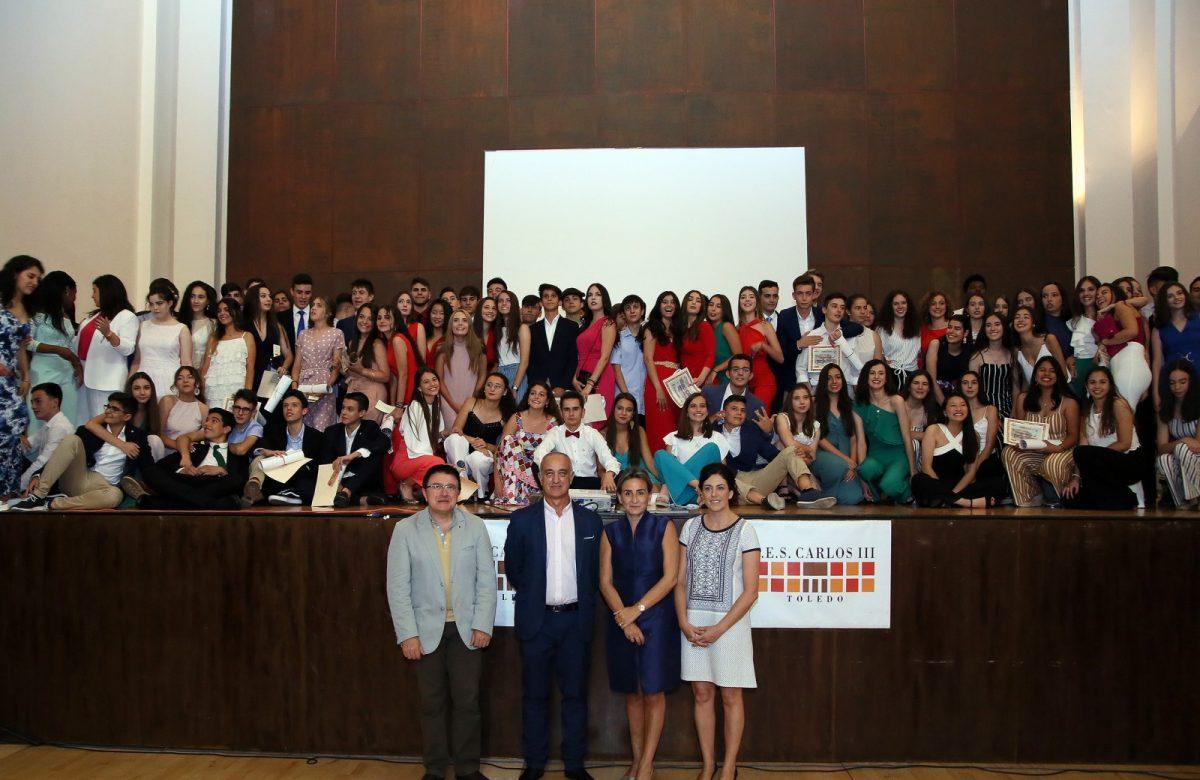https://www.toledo.es/wp-content/uploads/2019/06/11_graduacion_caslos_iii-1200x780.jpg. La alcaldesa amadrina la graduación de los alumnos y alumnas de 4º de la ESO del Carlos III y destaca su esfuerzo, dedicación y talento