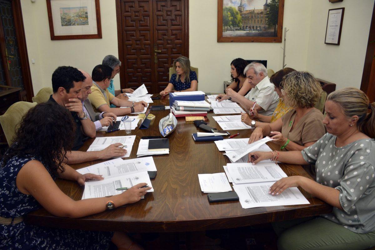 http://www.toledo.es/wp-content/uploads/2019/06/20190626_junta_gobierno_local-1200x800.jpg. La Junta de Gobierno prosigue la organización interna del Ayuntamiento tras la celebración del primer Pleno Municipal